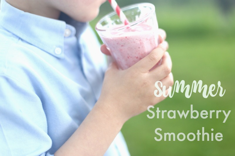 Summer Strawberry Smoothie|Frankly Entertaining
